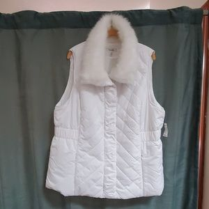 White puffy vest faux fur collar